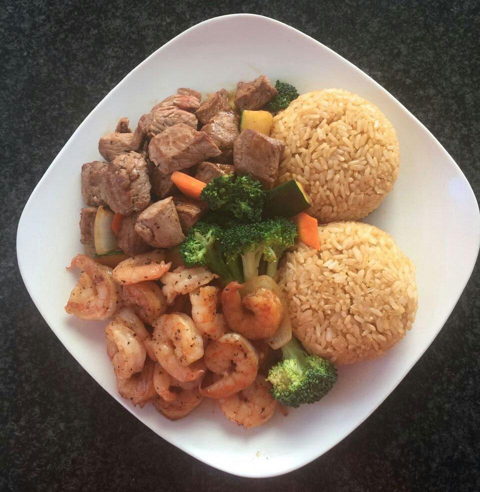 H8. Steak & Shrimp w. Fried Rice 牛&虾