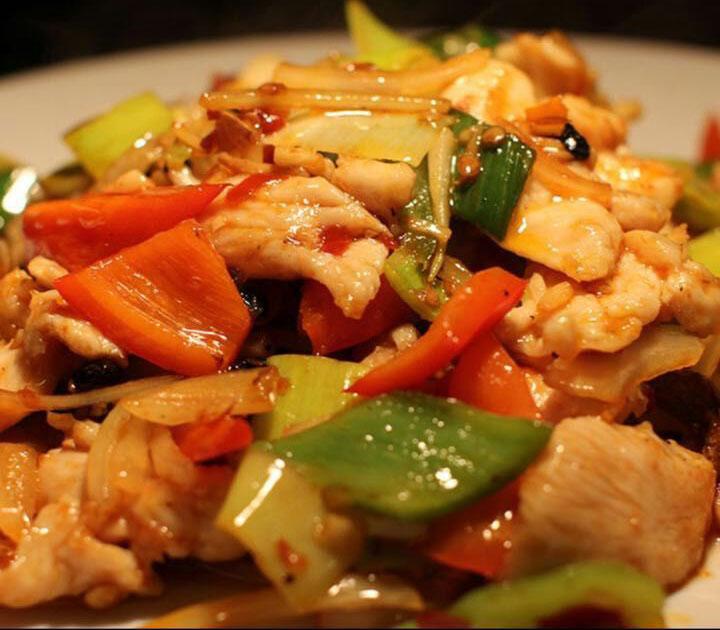 C8. Pepper Chicken w. Onions 青椒鸡 Image