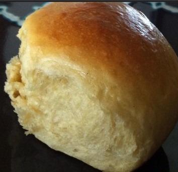 one side hawaiian roll Image