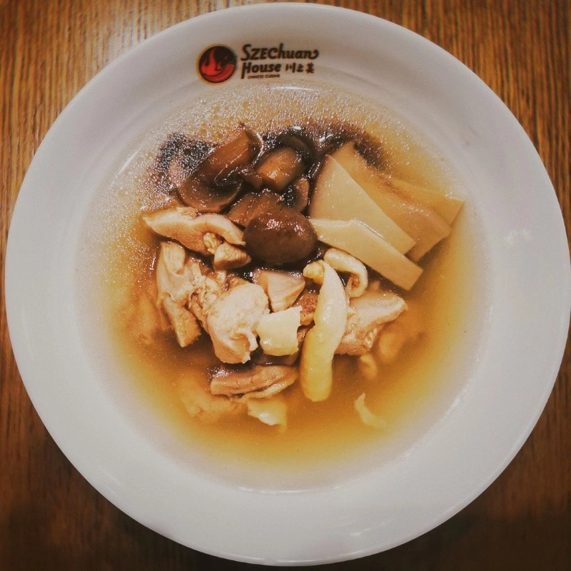 菌菇小鸡汤 Mushroom Chicken Broth Image