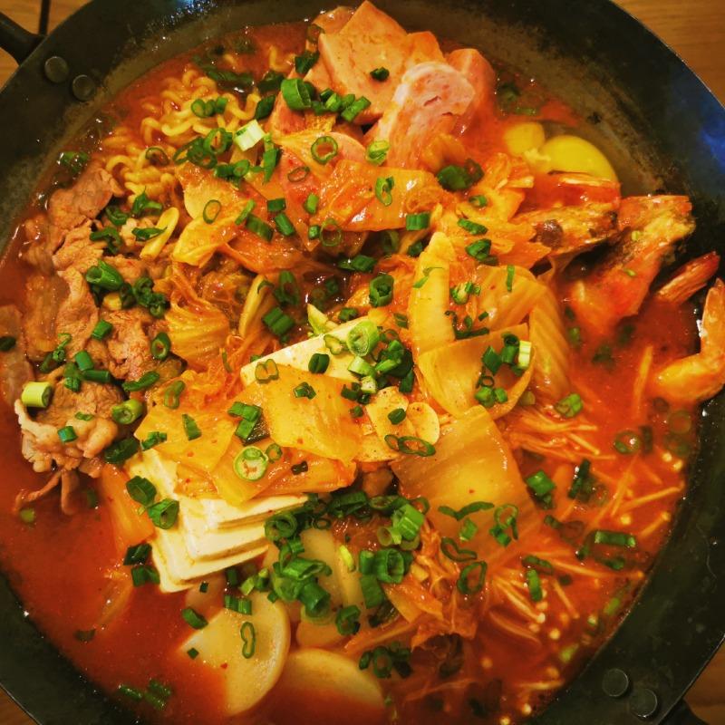 韩式部队锅 Korean style assorted meat Pot