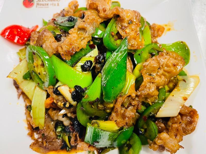 6. 盐煎肉 stir fried fresh pork belly with chili leeks