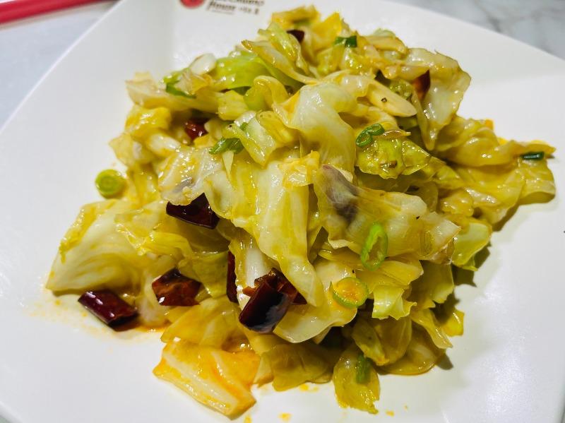 147.手撕包菜 Stir-fried cabbage w/hot pepper