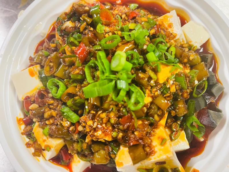 10.皮蛋拌豆腐 Preserved egg and tofu