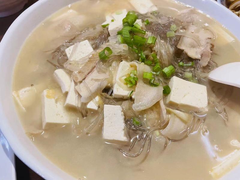 33. 酸菜白肉粉条 Northeast style pickled meat and bean noodles