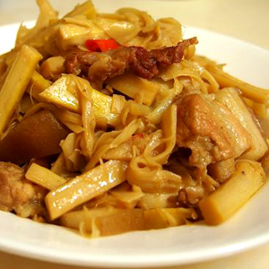 T13. Pork Belly  w. King Oyster Mushroom in Mom's Sauce 紅燒三層肉悶杏鮑