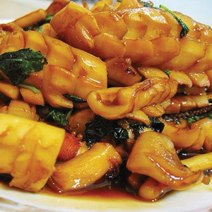 T26. Traditions 3 Cups Basil Sauce w. Fresh Squid 三杯花枝 Image