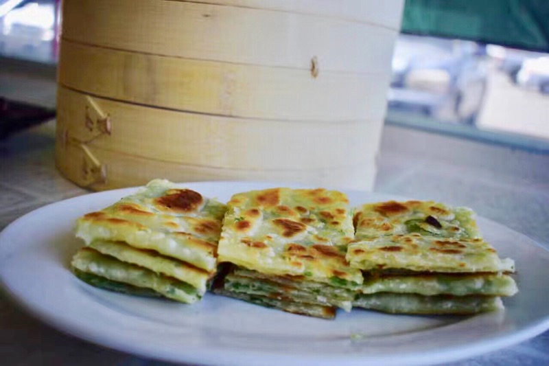 14. 秘制葱油饼 Green Onion Pancake Image