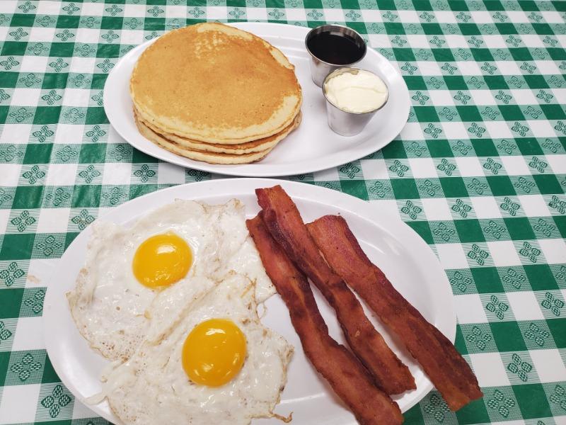PANCAKES, 2 EGGS & 3 BACON (pork)