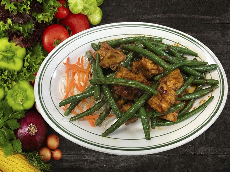 (57) Pud Prig Khing (Green Beans)