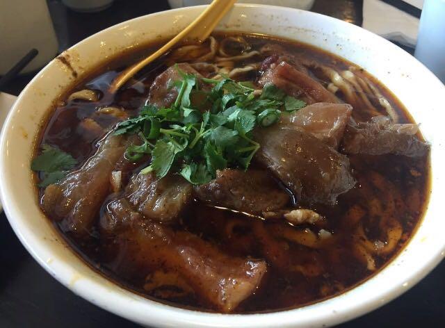 E3. 原汁牛筋面 Original Beef Tendon Noodle Soup