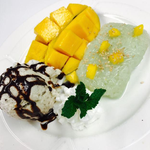 Mango with Sticky Rice Image