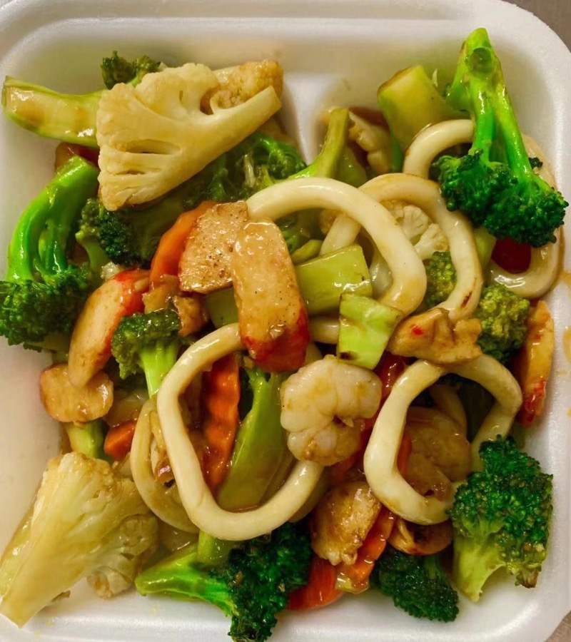 V8. Seafood with Mix Vegetables Image