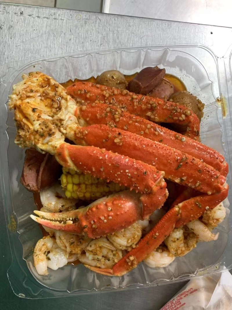 B17. Snow Crab Legs (1/2 Lb), Medium Shrimp Shell - Off (1/2 Lb)