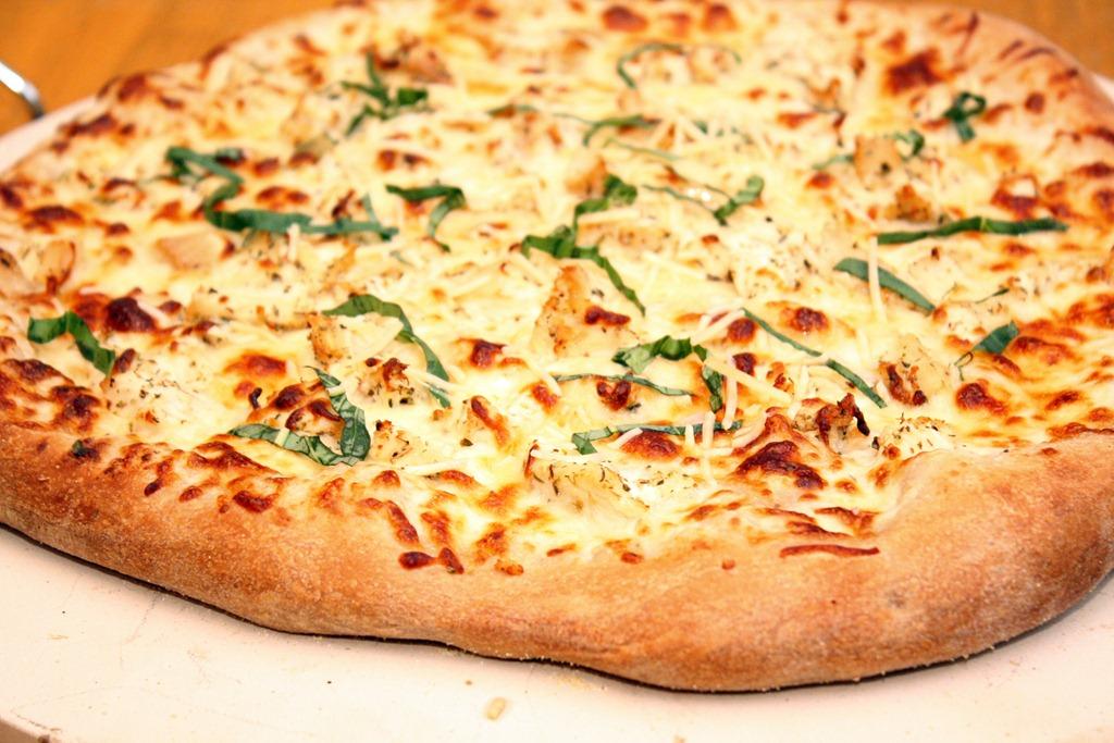 CHICKEN ALFREDO PIZZA Image