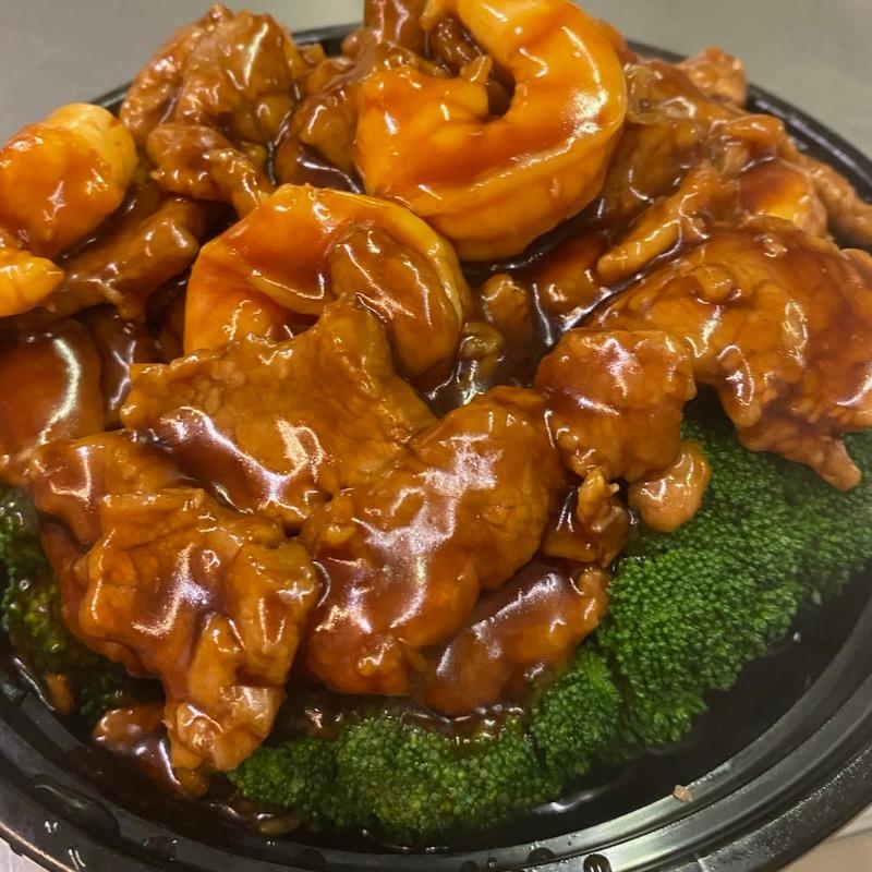 Spicy Beef & Shrimp Garnished with Broccoli(辣牛虾芥兰)